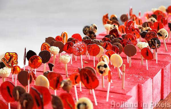 Nederland Eindhoven 2016 04 23. De campus van de Technische Universiteit Eindhoven transformeert op vrijdag 22 tot en met zondag 24 april tot een festivalterrein in het kader van het 60-jarig bestaan van de universiteit. Technologie, innovatie, muziek, kunst, debat, wetenschap en een veelzijdige food line-up zullen de campus tot een levendig terrein omtoveren. Lollies met insecten.   Foto Berlinda van Dam / Hollandse Hoogte