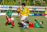 2018-07-28 / Voetbal / seizoen 2018 -2019 / KFC Houtvenne - VK. ST-Aghatha-Berchem/ Joren Boeckx (l. KFC Houtvenne) met Gabriel Karvelis (m.Agatha Berchem) met Senne Van Bouwel (r. KFC Houtvenne)  ,Foto: Mpics.be