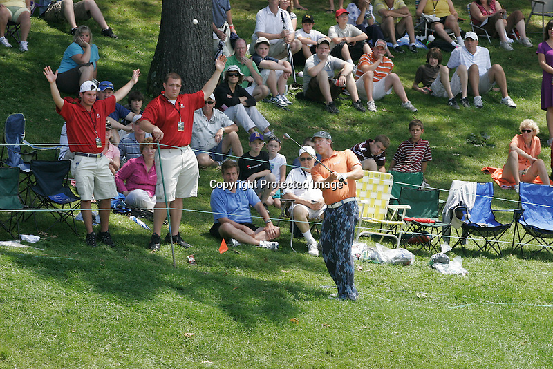 Cromwell CT....Ricky Barnes chips the ball onto  on the 18th hole during the last round of the 2009 Travelers Championship  at the TPC River Highlands in Cromwell, CT Sunday  June 28, 2009..(Gary Wilcox/Eclipse Sportswire)