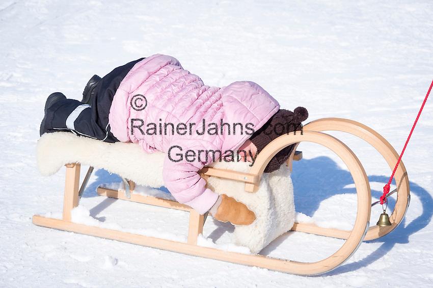 Austria, Tyrol, Reith near Kitzbuhel at Brixen Valley: winter fun for the whole family   Oesterreich, Tirol, Reith bei Kitzbuehel im Brixental: Winterspass fuer die ganze Familie, Kleinkind schlaeft auf dem Schlitten