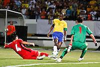 ATENÇÃO EDITOR: FOTO EMBARGADA PARA VEÍCULOS INTERNACIONAIS - RECIFE,PE,10 SETEMBRO 2012 - AMISTOSO SELEÇÃO BRASILEIRA - BRASIL X CHINA -Ramires jogador do Brasil duarnte partida Brasil x China no Estádio José do Rego Maciel  (Arruda) em Recife na noite desta segunda feira (10).(FOTO ALE VIANNA - BRAZIL PHOTO PRESS).