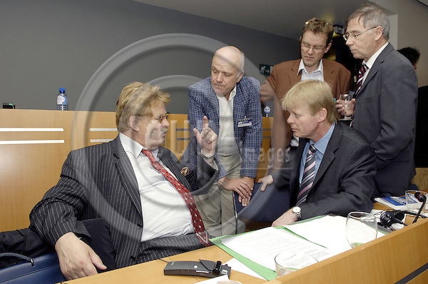 Brussels - Belgium - 10 June 2008---MEPs Elmar BROK (le) and Jan CREMERS (ce), with Reiner HOFFMANN (ri, sitting), ETUC Deputy General Secretary (European Trade Union Confederation)---Photo: Horst Wagner / eup-images