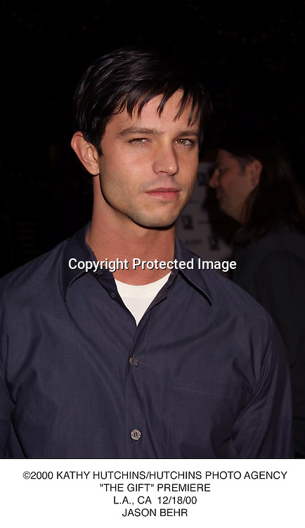 "©2000 KATHY HUTCHINS/HUTCHINS PHOTO AGENCY.""THE GIFT"" PREMIERE.L.A., CA  12/18/00.JASON BEHR"