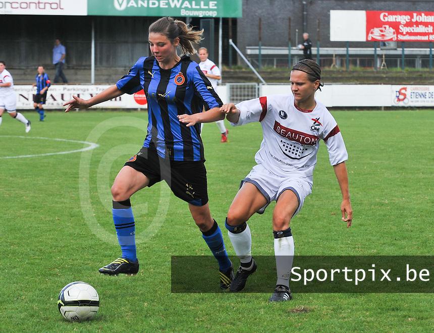 Club Brugge Dames - Oud Heverlee Leuven OHL Dames : duel om de bal tussen Nicky Van Den Abbeele en Veerle Van Der Motte .foto JOKE VUYLSTEKE / Vrouwenteam.be