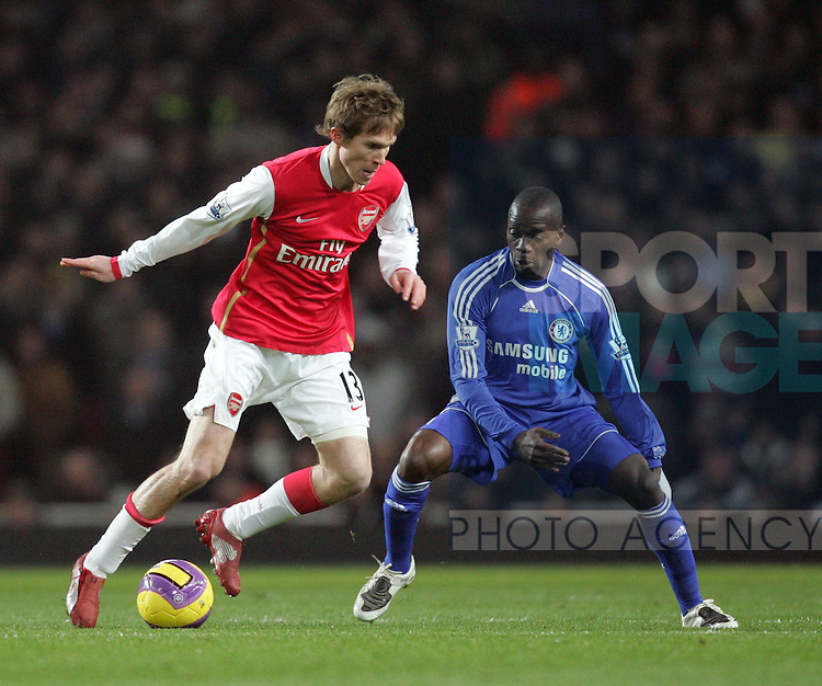 Arsenal's Alexander Hleb tussles with Chelsea's Claude Makelele