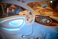 """Das Innenleben eines Elektro Autos der Firma Smart am Montag (27.05.13) in Berlin waehrend einer Internationalen Konferenz"""" Elektromobilität bewegt"""" in einer Halle. Foto: Timur Emek/CommonLens"""
