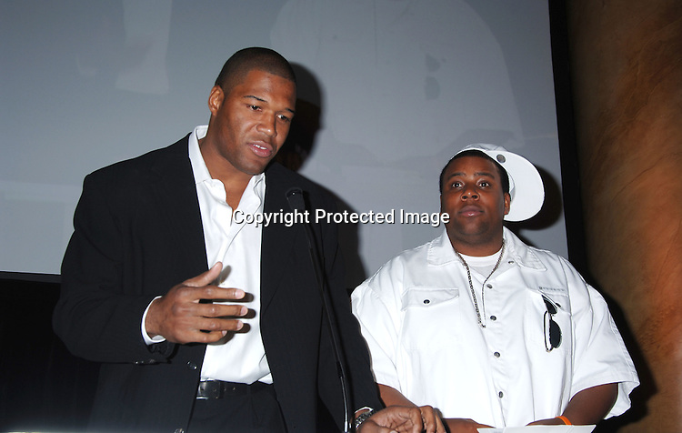 Michael Strahan and Kenan Thompson ..at The Do Something Brick Awards on April 11, 2006 ..at Capitale. The awards honors young people who make a difference in the world. ..Robin Platzer, Twin Images