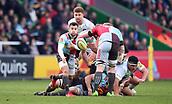3rd December 2017, Twickenham Stoop, London, England; Aviva Premiership rugby, Harlequins versus Saracens; Danny Care of Harlequins passes the ball back to James Lang of Harlequins