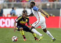 SANTA CLARA - UNITED STATES, 04-06-2016: Gyasi Zardes (Der) jugador de Estados Unidos (USA) disputa el balón con Farid Diaz (Izq) jugador de Colombia (COL) durante partido del grupo A fecha 1 por la Copa América Centenario USA 2016 jugado en el Levi's Stadium en Santa Clara, California, USA. /  Gyasi Zardes (R) player of United States (USA) fights the ball with Farid Diaz (L) player of Colombia (COL) during match of the group A date 1 for the Copa América Centenario USA 2016 played at Levi's Stadium in Santa Clara, California, USA. Photo: VizzorImage/ Luis Alvarez /Str