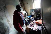 Rifugiati somali nell'ex ambasciata di Somalia a Roma, 29 dicembre 2010..Circa 200 rifugiati somali vivono in condizioni igieniche precarie nell'edificio che ospitava l'ambasciata e che e' stato abbandonato dopo la caduta del governo somalo negli anni Novanta..Somalian refugees inside the former Somalian embassy in Rome, 29 december 2010. About 200 refugees live  in precarious hygienic conditions in the building, which is still the property of the Somali government but was abandoned after the collapse of the government in Mogadishu in the 1990s..© UPDATE IMAGES PRESS/UPDATE IMAGES PRESS/Riccardo De Luca