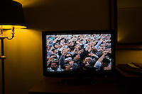 televisione con manifestazione al discorso di Khamenei