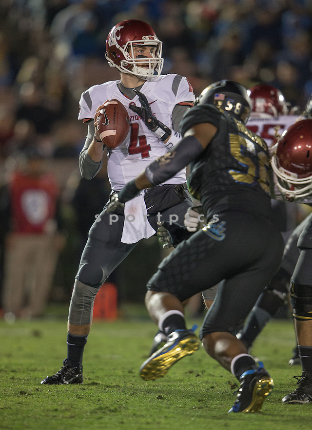 Washington State Cougars Luke Falk (4) during a game against the UCLA Bruins on November 14, 2015 at the Rose Bowl in Pasadena, CA. WSU beat UCLA 31-27.