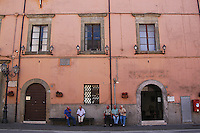 Sutri (VITERBO) è un comune di circa seimila abitanti sulla via Cassia.Fa parte dell'Associazione dei Comuni Italiani sulla Via Francigena,come passaggio per i pellegrini diretti a Roma da nord.Sutri (Viterbo) is a town of about six thousand inhabitants..He is a member of the Association of Italian Municipalities on the Via Francigena, as a passage for pilgrims to  North Rome.....