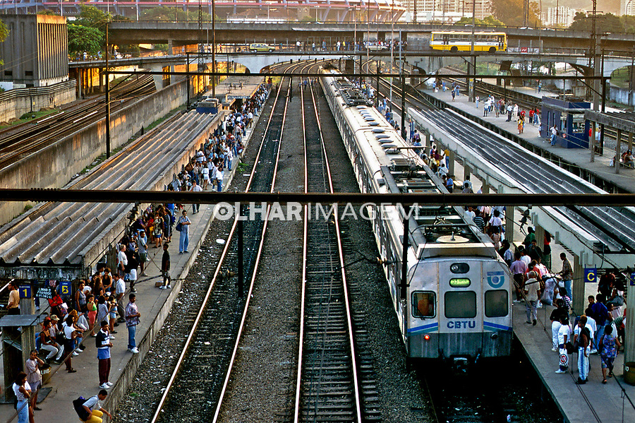 Transporte ferroviário Central do Brasil, Rio de Janeiro. 2002. Foto de Ricardo Azoury.