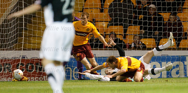 Scott Robertson fouled by Steve Jennings in the box but no penalty according to ref Willie Collum