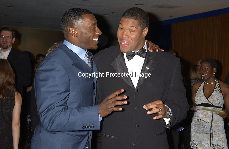 ..FOOTBALL PLAYERS SHANNON SHARPE & MICHAEL ..STRAHAN..