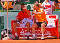 Austria, Kitzbühel, Juli 18, 2015, Tennis,  Davis Cup, second match between Andreas Haider-Maurer (AUT) and Robin Haase (NED), pictured : Robin Haase on the beng with captain Jan Siemerink<br /> Photo: Tennisimages/Henk Koster