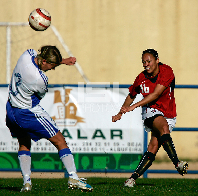 Ferreiras, PORTUGAL: Angela Hucles kicks the ball at the Nora Stadium in Ferreiras, March 09 of 2007, during the Algarve Women´s Cup soccer match between USA and Finland. USA won 1-0. Paulo Cordeiro/International Sports Image