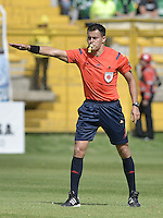 BOGOTÁ -COLOMBIA, 18-07-2015. Edilson Ariza, arbitro, durante el encuentro entre La Equidad y Deportivo Cali por la fecha 2 de la Liga Águila II 2015 jugado en el estadio Metropolitano de Techo de la ciudad de Bogotá./ Edilson Ariza, referee, during the match between La Equidad and Deportivo Cali for the second date of the Aguila League II 2015 played at Metropolitano de Techo stadium in Bogotá city. Photo: VizzorImage/ Gabriel Aponte / Staff