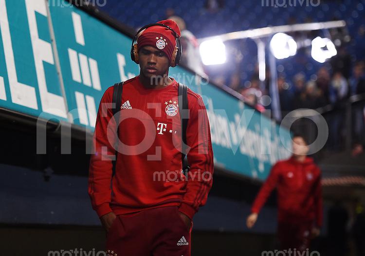 Fussball  1. Bundesliga  Saison 2015/2016  13. Spieltag in Gelsenkirchen FC Schalke 04 - FC Bayern Muenchen     21.11.2015 Douglas Costa (FC Bayern Muenchen) kommt in die Schalker Arena