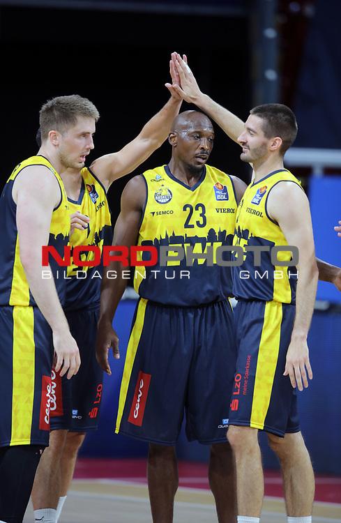 #23 Rickey Paulding von Baskets Oldenburg , #3 Braydon Hobbs von Baskets Oldenburg <br /> Basketball, nph0001 1.Bundesliga BBL-Finalturnier 2020.<br /> Halbfinale Spiel 2 am 24.06.2020.<br /> <br /> Alba Berlin vs EWE Baskets Oldenburg <br /> Audi Dome<br /> <br /> Foto: Christina Pahnke / sampics  / POOL / nordphoto<br /> <br /> National and international News-Agencies OUT - Editorial Use ONLY