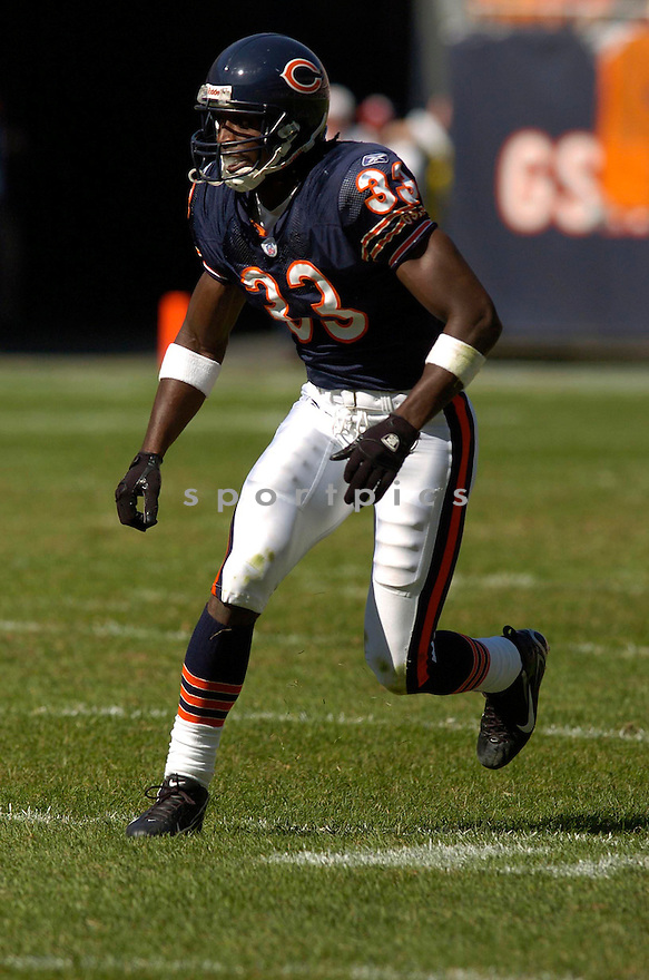 CHARLES TILLMAN, of the Chicago Bears in action,against the  Buffalo Bills on October 8, 2006 in Chicago, IL...Bears win 40-7..Chris Bernacchi / SportPics.