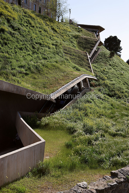 La Granja escalators, 2000, built by José Antonio Martinez Lapeña (Tarragona, Spain, 1941) and Elías Torres Tur (Ibiza, Spain, 1944), Toledo, Castilla la Mancha, Spain. Mechanical stairs dug in a magnificent cliff of the city and leading to its historical centre. Picture by Manuel Cohen