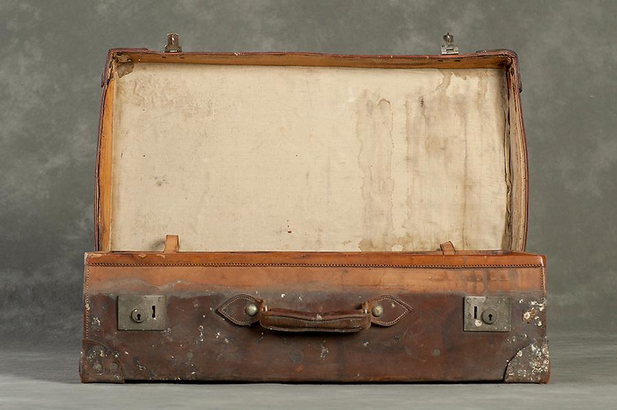 Willard Suitcases / Stella K / ©2014 Jon Crispin