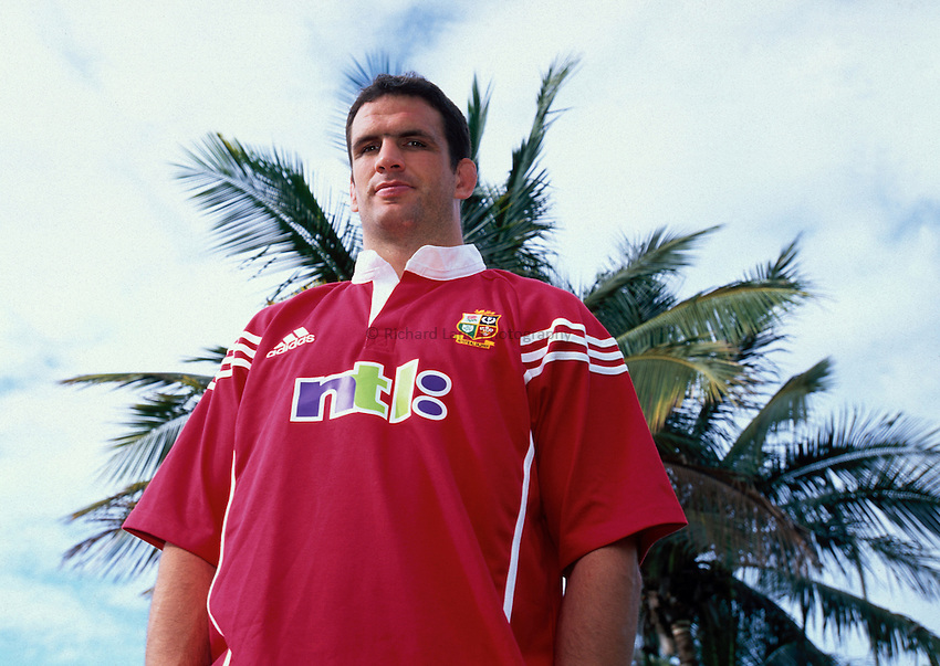 Photo. Richard Lane. .Lions Tour 2001 to Australia. Match 3. .British and Irish Lions captain, Martin Johnson the team hotel before leaving for Brisbane. Jupiter Hotel, Townsville, Queensland, Australia. 13/6/2001