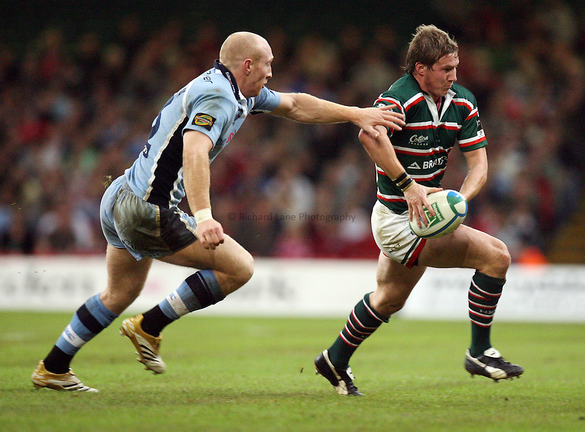 Photo: Rich Eaton...Cardiff Blues v Leicester Tigers. Heineken Cup. 29/10/2006. Ollie Smith (R) of Tigers is tackled by Tom Shanklin of Blues