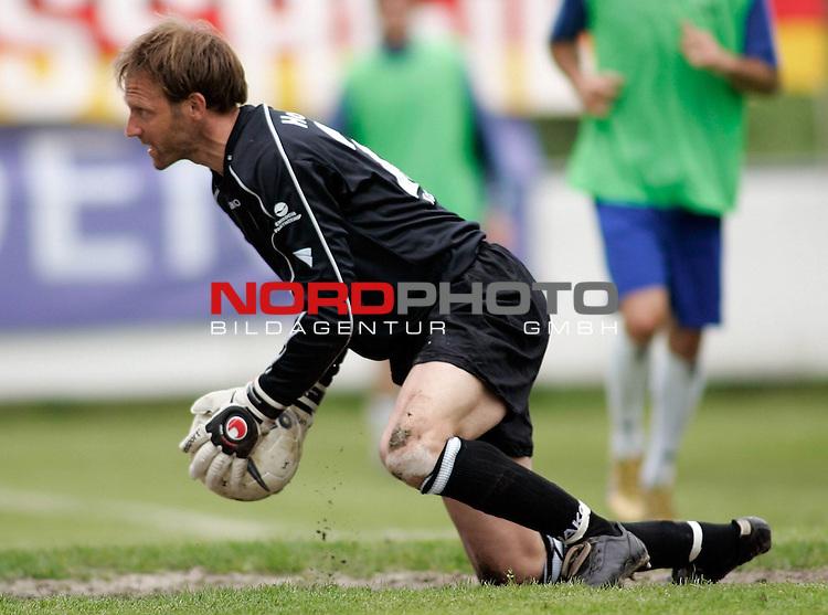 RLN 2006/2007 - 35.Spieltag RŁckrunde <br /> <br /> Kickers Emden - FC Rot-WeiŖ Erfurt<br /> <br /> Kickers Keeper Sven Hoffmeister <br /> <br /> <br /> <br /> Foto &copy; nordphoto *** Local Caption *** Foto ist honorarpflichtig! zzgl. gesetzl. MwSt.<br /> <br /> <br /> <br /> Belegexemplar erforderlich