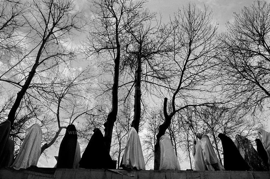 1980..Iran. Tehran. Group of Muslim female students during the Friday prayer at the university...Iran. Téhéran. Groupe d'étudiantes musulmanes pendant la prière du vendredi à l'université.