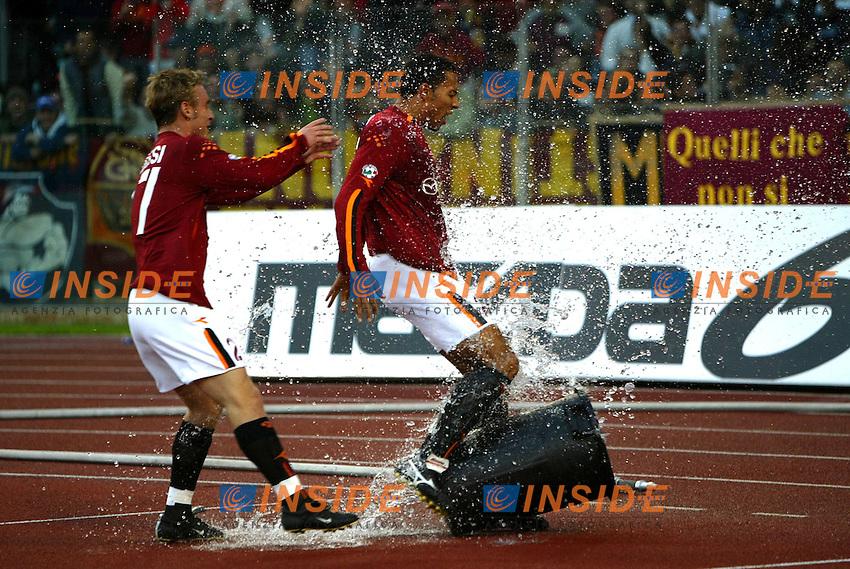 Roma 2/11/2003 <br /> Roma Reggina 2-0 <br /> John Carew (Roma) kick a bucket full of water celebrating his goal<br /> Foto Andrea Staccioli Insidefoto