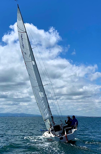 Nobby Reilly crewed by Ian McCormack on track with white sails