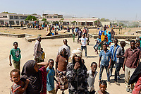 ETHIOPIA , Dire Dawa, Internal displaced people IDP camp for ethiopian Somali inland refugees from Oromo region after politcal clashes, temporary shelter in sport complex  / AETHIOPIEN, Dire Dawa, IDP Camp fuer Somali Binnenfluechtlinge aus der Oromia Region  provisorisch in einem Sportkomplex von der Regierung untergebracht