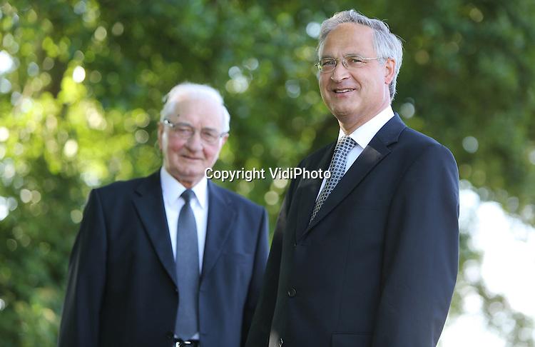 Foto: VidiPhoto<br /> <br /> BARNEVELD - Portret van de predikanten A. (voorgrond) en H. Jonker (emeritus). Resp. Hervormd in de PKN en Hersteld Hervormde Kerk.