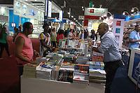 SAO PAULO, SP, 24.08.2014 - BIENAL INTERNACIONAL DO LIVRO - Movimentação 23ª Bienal do Livro de São Paulo, que acontece no pavilhão de exposições do Anhembi em São Paulo, SP, na manhã deste domingo (24). A fila percorria todo o estacionamento do Anhembi. (Foto: Carlos Pessuto / Brazil Photo Press).