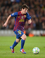 FUSSBALL   CHAMPIONS LEAGUE  HALBFINAL-RUECKSPIEL   2011/2012      FC Barcelona - FC Chelsea       24.04.2012 Lionel Messi (Barca) am Ball