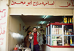 1992 Giordania Franco Battiato sosta nel deserto verso Bagdad © Fulvia Farassino /