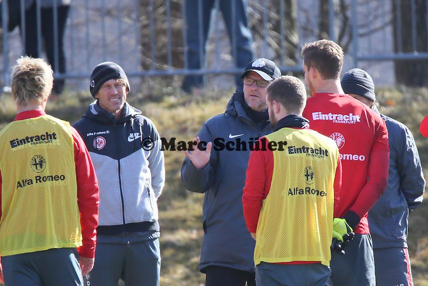 Trainer Thomas Schaaf bei seiner Ansprache - Eintracht Frankfurt Training, Commerzbank Arena