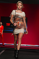 SÃO PAULO-SP-03.03.2015 - INVERNO 2015/MEGA FASHION WEEK -Grife Tricomix/<br /> O Shopping Mega Polo Moda inicia a 18° edição do Mega Fashion Week, (02,03 e 04 de Março) com as principais tendências do outono/inverno 2015.Com 1400 looks das 300 marcas presentes no shopping de atacado.Bráz-Região central da cidade de São Paulo na manhã dessa segunda-feira,02.(Foto:Kevin David/Brazil Photo Press)