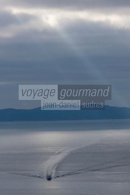 Europe/France/Provence-Alpes-Côte d'Azur/83/Var/ Le Lavandou: vue sur l'Ile du Levant et l'Ile de Port-Cros