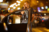 Poliziotto ferito in un conflitto a fuoco durante un servizio antiracket  in Via Leopardi a Napoli , nella foto i rilievi della polizia