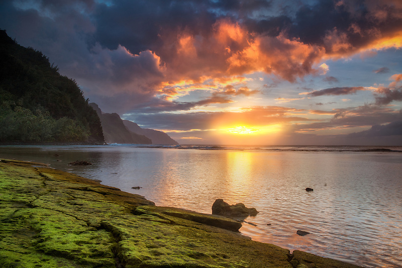 Sunset on Napali Coast from Ke'e Beach. Kauai, Hawaii