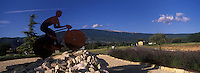 Europe/France/Provence-Alpes-Côte d'Azur/84/Vaucluse/Bédoin: détail d'un rond-point et sommet du Mont Ventoux - Hommage au tour de France