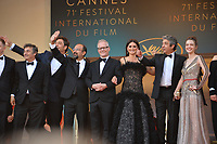 "CANNES, FRANCE. May 08, 2018: Alexandre Mallet-Guy, Eduard Fernandez, Javier Bardem, Asghar Farhadi, Thierry Fremaux, Penelope Cruz, Ricardo Darin & Sara Salamo at the gala screening for ""Everybody Knows"" at the 71st Festival de Cannes"