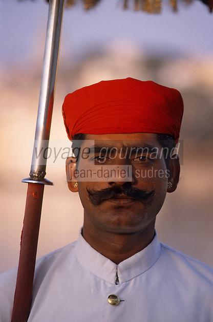 Asie/Inde/Rajasthan/Udaipur : Hôtel Taj Lake Palace sur le lac Pichola - Le Groom
