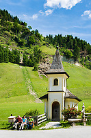 Oesterreich, Salzburger Land, Pongau, Huettschlag - Ortsteil Karteis: die Karteiskapelle liegt am Kapellen-Wanderweg im Grossarltal | Austria, Salzburger Land, region Pongau, Huettschlag - district Karteis: Karteis chapel at valley Grossarltal