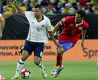 HOUSTON - UNITED STATES, 11-06-2016: Edwin Cardona (Izq) jugador de Colombia (COL) disputa el balón con Celso Borges (Der) jugador de Costa Rica (CRC) durante partido del grupo A fecha 3 por la Copa América Centenario USA 2016 jugado en el estadio NRG en Houston, Texas, USA. /  Edwin Cardona  (L) player of Colombia (COL) fights the ball with Celso Borges (R) player of Costa Rica (CRC) during match of the group A date 3 for the Copa América Centenario USA 2016 played at NRG stadium in Houston, Texas ,USA. Photo: VizzorImage/ Luis Alvarez /Str
