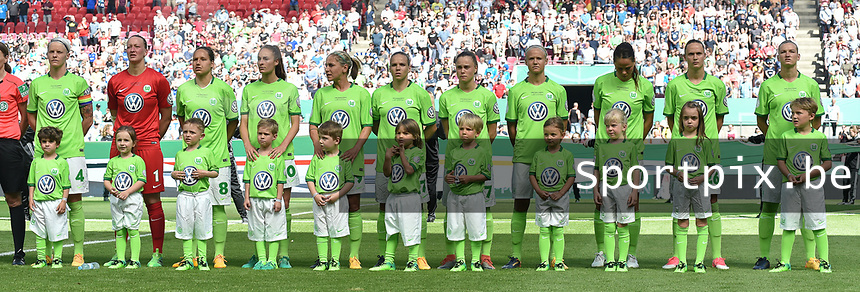20170527 - KOELN , GERMANY : Wolfsburg's team  pictured during the final of German Women's Cup 2017 - Pokal Final Frauen , a soccer women game between SC Sand and holders VfL Wolfsburg  , at the Rhein Energie Stadion , saturday 27 th Mayl 2017 . PHOTO SPORTPIX.BE | DIRK VUYLSTEKE